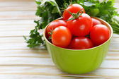 Fresh ripe organic tomatoes on a wooden table — Foto Stock