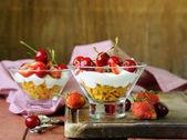 Dairy yogurt dessert with cherries and strawberries — Zdjęcie stockowe