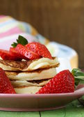 Pancakes for breakfast with fresh strawberries — Foto Stock