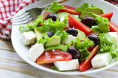 Mediterranean salad with black olives, lettuce, cheese and tomatoes — Stock Photo
