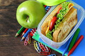 Sandwich with cheese and tomato and green apple for a healthy school lunch — Stock Photo