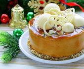 Gâteau de Noël festif au caramel biscuit décoré de chocolat blanc — Photo
