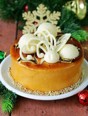 Festive Christmas cake caramel biscuit  decorated with white chocolate — Foto de Stock