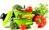 Green pots full of vegetables (tomatoes, asparagus, mushrooms, broccoli) and pasta — Stock Photo