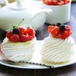 Traditional summer dessert pavlova with fresh berries — Stock Photo #50013535