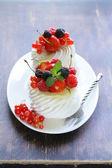 Traditional summer dessert pavlova with fresh berries — Stock Photo