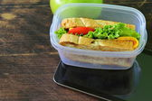 Sandwich with cheese and tomato for a healthy school lunch — Foto de Stock
