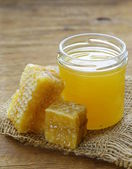 Natural organic honey in the comb on a wooden background — Zdjęcie stockowe