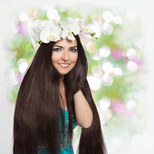 Beautiful Smiling Girl with Orchid Wreath — Foto Stock