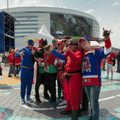 The hockey Latvian fans in surerheroes costumes — Stock Photo