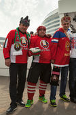 The hockey fans in costumes from Russia and Belarus — Stock Photo