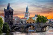 Prag da tyn kilisede günbatımı — Stok fotoğraf