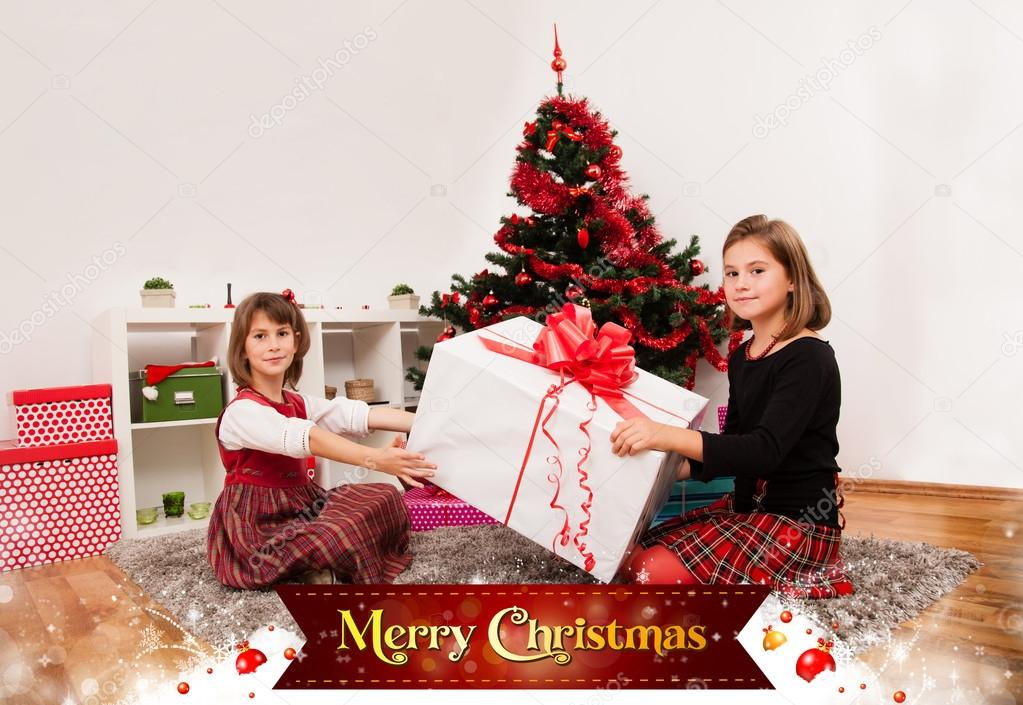 Kids with their christmas presents with Merry Christmas sign — Stock Photo #13980807