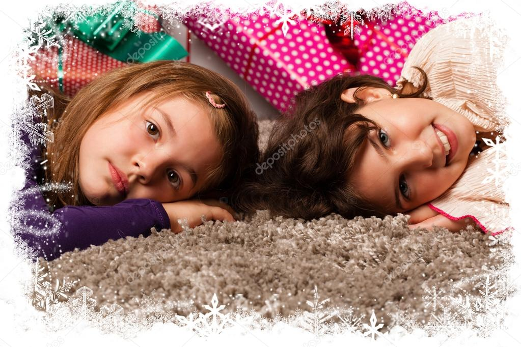 Kids with their christmas presents in snowflake frame — Stock Photo #13982564