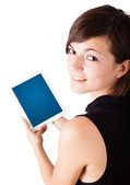 Ung kvinna tittar på moderna tablet — Stockfoto