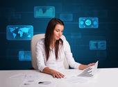 Empresaria haciendo papeleo con fondo digital — Foto de Stock