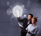 Szczęśliwa para dotykając okrągłe przyciski streszczenie technologia high — Zdjęcie stockowe