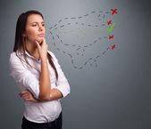 Młoda kobieta wybierając między znakami dobra i zła — Zdjęcie stockowe