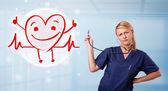 Aantrekkelijke arts met gelukkig rood hart glimlachen — Stockfoto