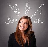 矢印オーバーヘッドを考える若い女 — ストック写真