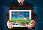 Zakenman presenteren een perfecte ecologie land met een huis en w — Stockfoto