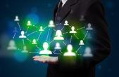 Jonge zakenman presentatie van moderne technologie sociaal netwerk ma — Stockfoto