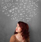 Junge frau denken und soziales netzwerk icons über den kopf — Stockfoto
