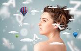 Vacker ung kvinna med hälso- och sjukvård moln — Stockfoto