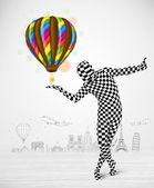 Muž v celé tělo obleku drží balon — Stock fotografie