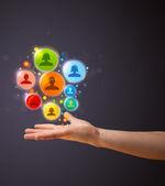 Ikony sieci społecznej w ręce kobiety — Zdjęcie stockowe