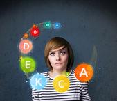 Mujer joven con circulación vitaminas alrededor de la cabeza — Foto de Stock