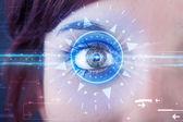 看着蓝色虹膜技术眼的网络女孩 — 图库照片