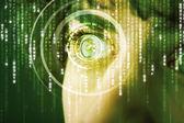Moderno cyber soldato con occhio di matrice di destinazione — Foto Stock