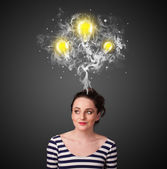 Mujer pensativa con humo y bombillas por encima de su cabeza — Foto de Stock