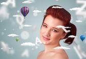 Hermosa joven con nubes de bienestar y salud — Foto de Stock