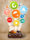 Bavul renkli yaz simgeler ve semboller — Stok fotoğraf