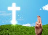 überqueren sie glücklich finger smileys mit der christlichen religion — Stockfoto