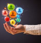 Sociala nätverk ikoner i handen på en kvinna — Stockfoto