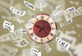 часы и часы концепции с время улетающий — Стоковое фото