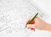 Menselijke hand schetsen van ideeën over een Witboek — Stockfoto