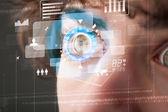 Futuristické moderní cyber muž s technologií obrazovky oko panelu — Stock fotografie