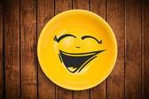 快乐卡通笑脸多彩的菜盘子 — 图库照片