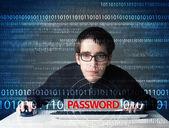 若いオタクは、ハッカーを盗んでパスワード — ストック写真