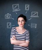 Junge frau mit gezeichneten gadgets um ihren kopf denken — Stockfoto