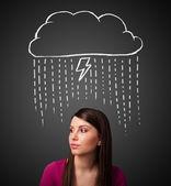 Jeune femme avec nuage d'orage au-dessus de sa tête — Photo