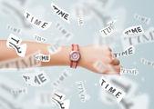 Klocka och titta på konceptet med tiden flyger iväg — Stockfoto