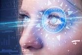 Cyber girl technolgy okiem patrząc na błękitne tęczówki — Zdjęcie stockowe