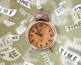 时钟和手表概念与时间飞走 — 图库照片