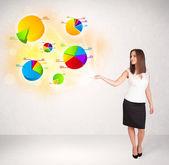 Zakenvrouw met kleurrijke grafieken en diagrammen — Stockfoto
