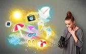 Photographe chez les adolescentes, faire des photos de vacances peint des icônes — Photo